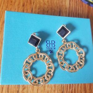 😻$5 w/any bundle Gold& black Dangle hoop earrings